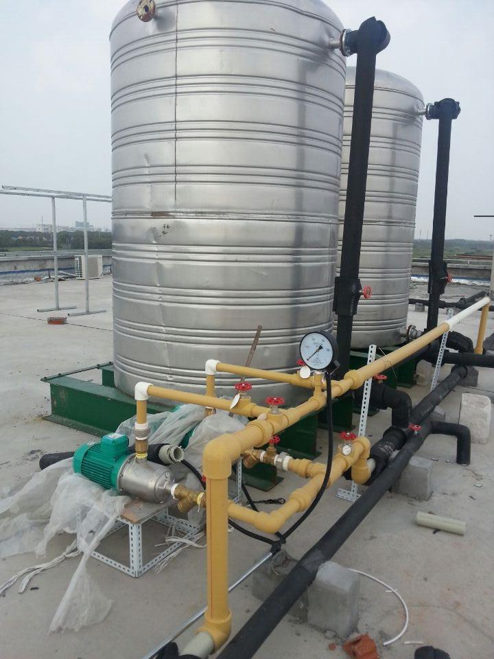 变频供水泵安装现场