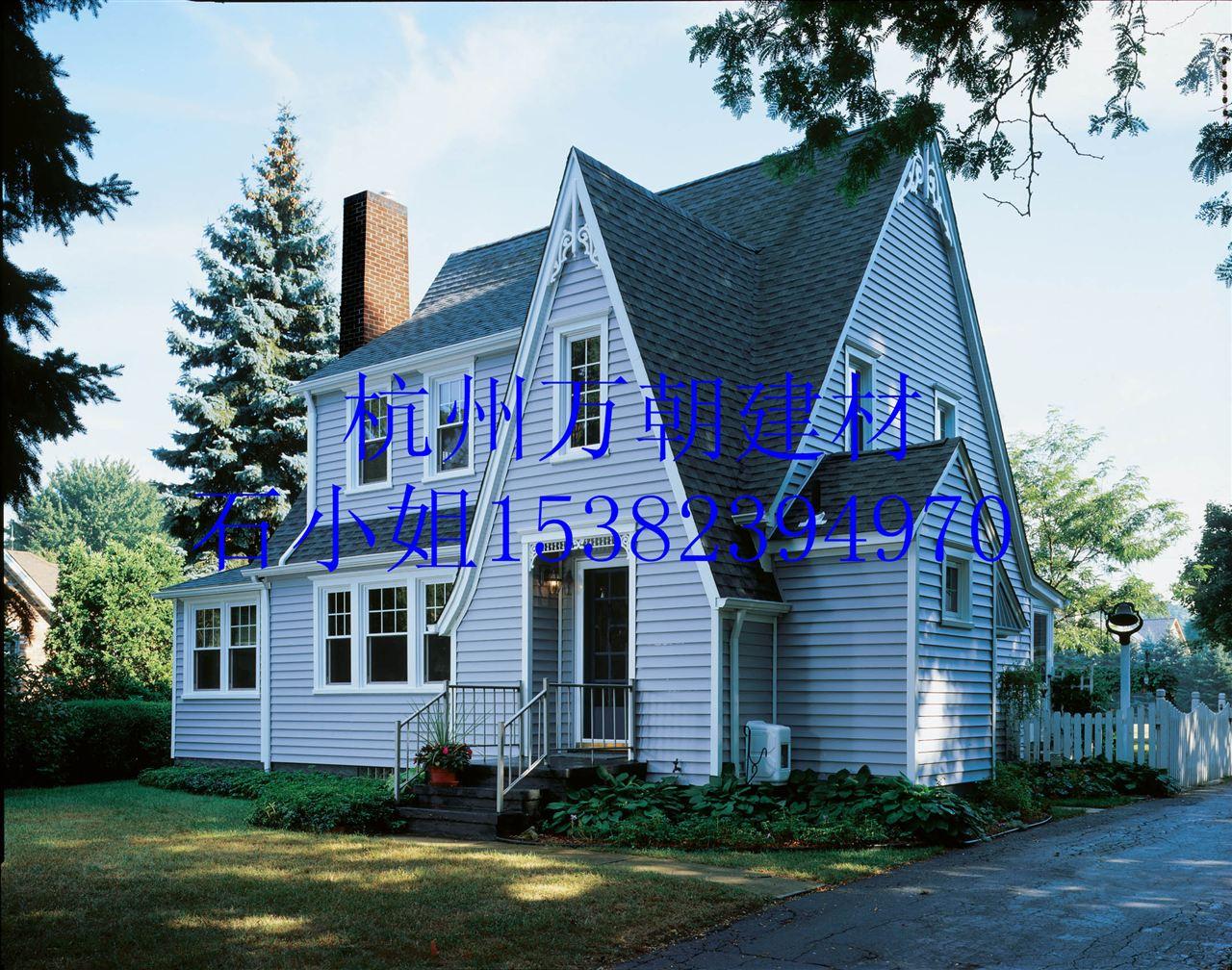 10、屋顶承重轻:铺装每平方米屋顶所用材料为10公斤左右。传统屋瓦:45公斤/平方米。 11、独特的建筑风格、经久耐用(20~35年不等)、色彩多样化(装饰功能显著)、质轻屋面承受能力小、适用范围广(坡度:20~90度)、全天候性、防尘自洁性、隔热性、吸声隔音性、耐腐蚀性。句容沥青瓦厂家15382394970